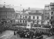 """""""Unveiling of the statue of Queen Victoria at the head of Queens Wharf, Post Office Square, Wellington"""": unveiling by William Lee Plunket, 5th Baron Plunket, Governor of New Zealand, on April 22, 1905."""