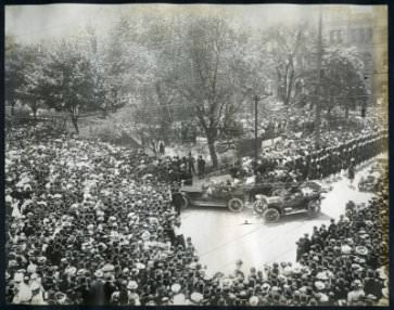 Unveiling of the statue of Queen Victoria by Canada's Governor-General Earl Grey on May 24, 1908.